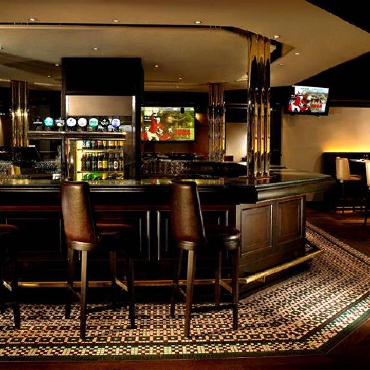 Dickens Bar at The Excelsior, Hong Kong 雙城吧