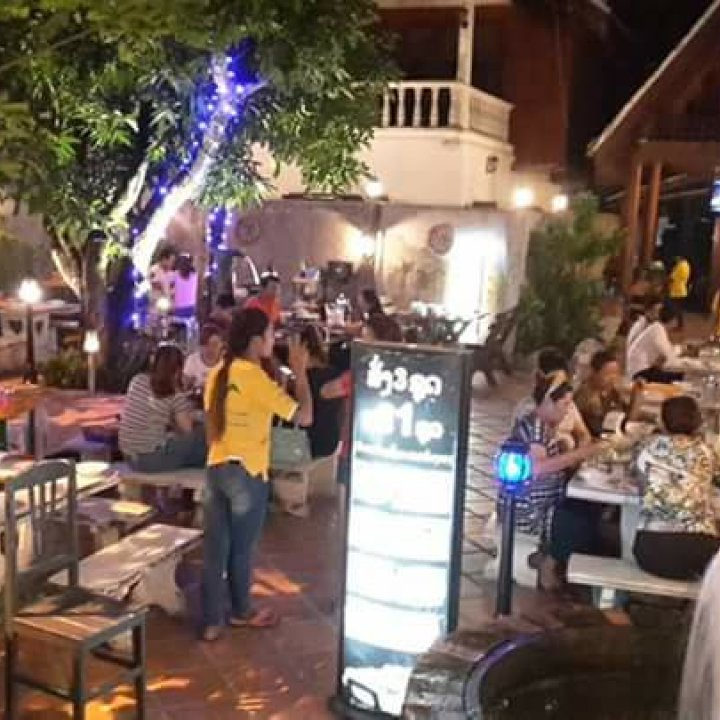 Khounta Grills and Hot pot Restaurant ຮ້ານຂຸນຕາຊີ້ນດາດແລະແຈ່ວຮ້ອນ